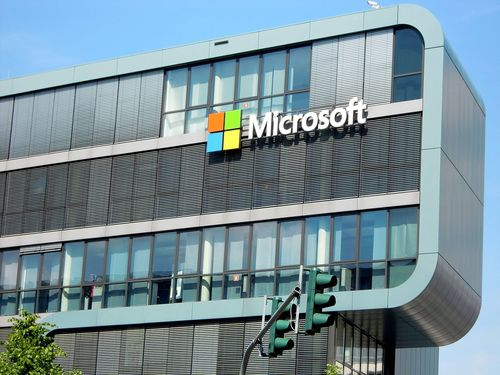 AT&T has locked itself into a risky affair with Microsoft
